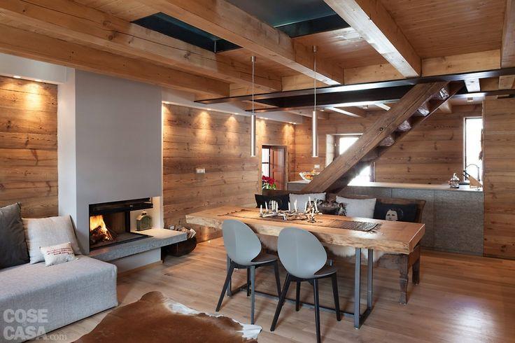 La struttura del solaio, che dà fascino alla stanza, è composta da travi e assito in legno di larice, come la boiserie. #casa #cosedicasa #arredamento #arredamentocasa #design #home #house #calligaris #metallux