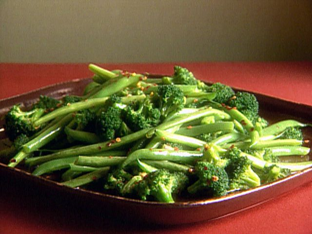 BROCCOLI AND GREEN BEANS http://www.foodnetwork.com/recipes/giada-de-laurentiis/broccoli-and-green-beans-recipe2/index.html