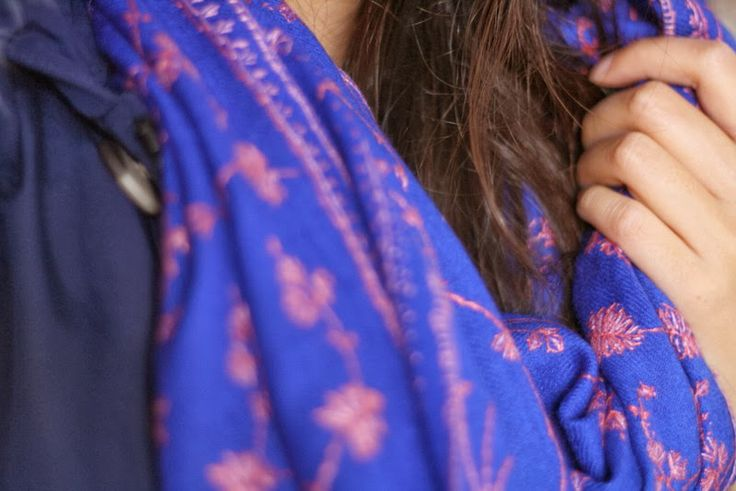 German fashion blogger Summer Lee talks about her new Kashmir Shawl Atelier shawl and one of her favourite winter colours. Thanks a lot for your post!  http://www.summer-lee.com/2013/12/winter-blues.html  La blogger de moda alemana Summer Lee nos habla de su nuevo chal Kashmir Shawl Atelier y unos de sus colores favoritos para este invierno. Muchas gracias por el post!