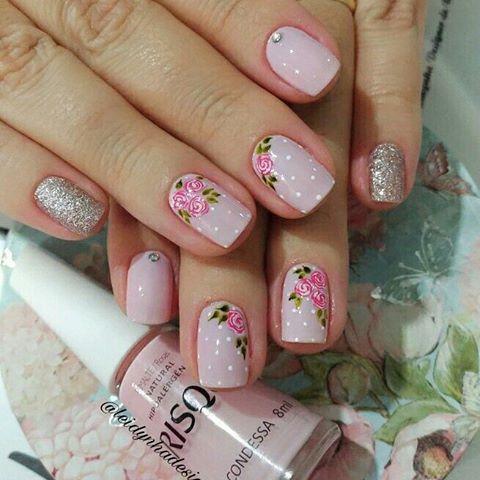 É muito mimo #unhas #unhas #unhasdecoradas #mimosas #rosinhas #risquedasemana #condessa #luxo #feitoapincel #desenhos #naoeadesivos #arte #nailsoftheday #nail