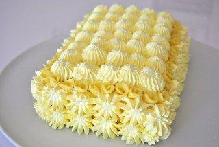 Tortino di pan di spagna farcito e ricoperto di ganache montata al cioccolato bianco | Le delizie di Patrizia