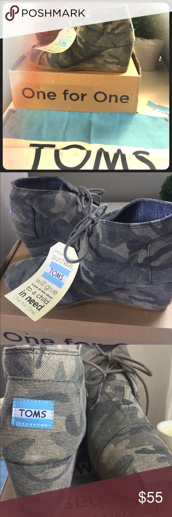 NWT Tom's Desert Wedge Camo Toms Shoes Wedges