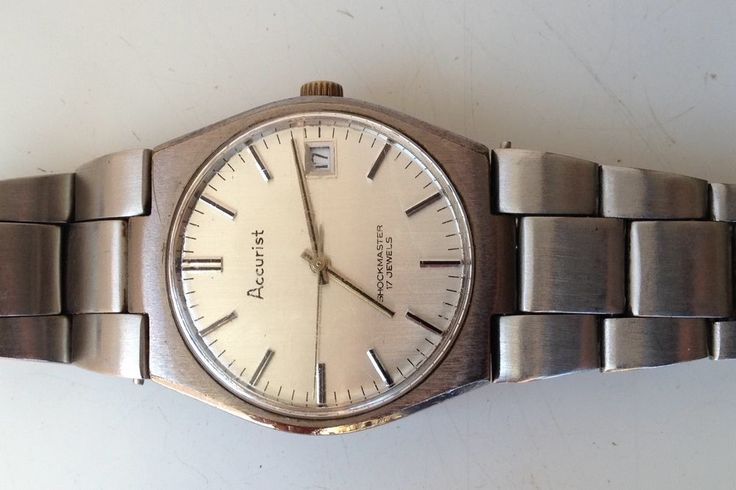 AUCTIONS ENDING ON WEDNESDAY 12 JULY FROM 8pm NEW AUCTIONS STARTING FROM 8pm........MENS VINTAGE ACCURIST SHOCKMASTER 17 JEWELS MANUAL WIND WORKING CALENDAR WATCH