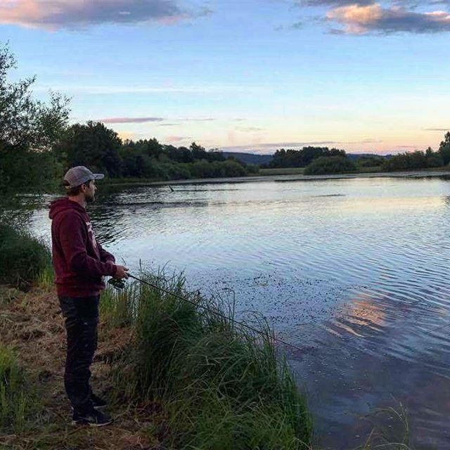 Tok min første gjørs inatt. Fornøyd 😊🐟🎣 #fintagitt #fiske #fishing #friluftsliv #ut #utno #utpåtur #utpåturaldrisur #utinaturen #mittfriluftsliv #inatur #villmarksliv #liveterbestute #natur #nature #instanature #wilderness #outdoorlife #sommer #summer #norge #mittnorge #norway #visitnorway #jakt #nordichunter #jaktogfiske #norgesjakt #sunset #solnedgang