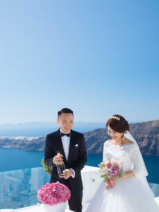 Champagne time! Nothing less than MOET! From the intimate Santorini wedding of Leong and Jean