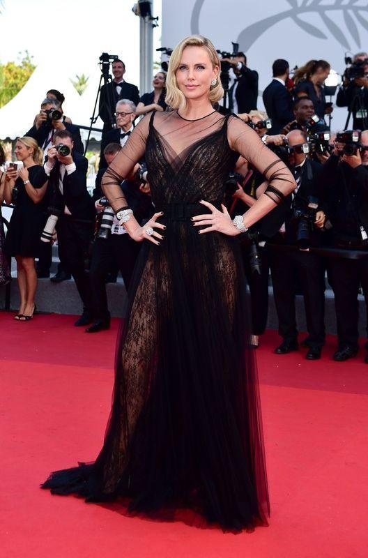Cannes 2017: Charlize Theron w sukni Dior na jubileuszu Festiwalu Filmowego w Cannes