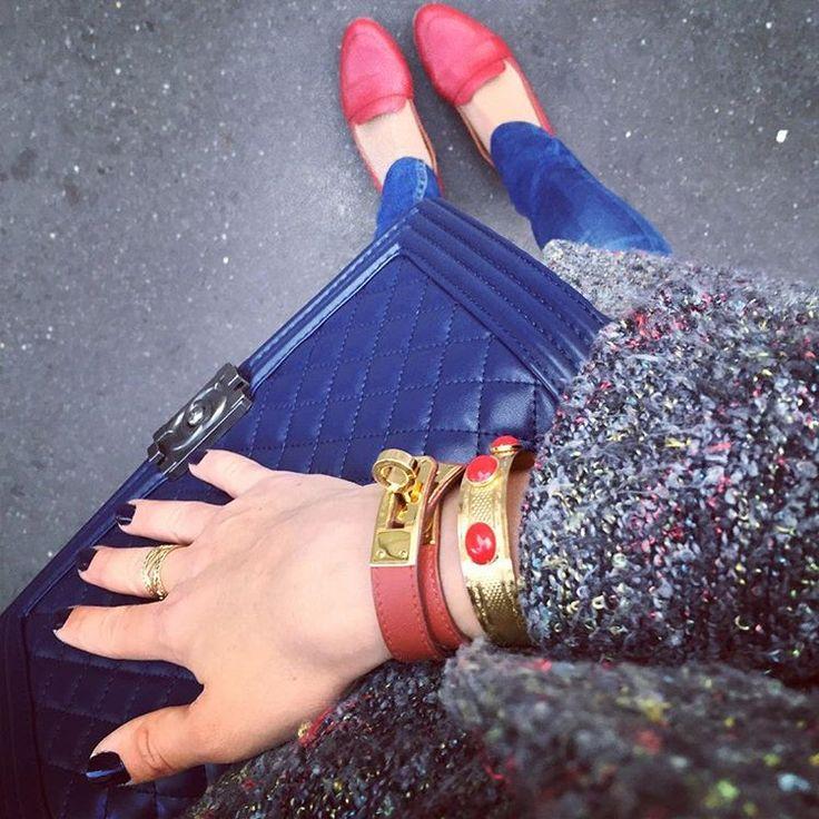 Lundi ✖️touches de rouge ✖️ #ootd #lundi #mayfair #bash#bashparis #sezane #sezaneparis #red#mocassins #hermes #hermesparis #kelly#hermeskelly#dearcharlottebijoux #dearcharlotte #tweed#tutti #tuttifrutti #nvy#nvyjeans #dentelle #bracelet #paris #parisienne #instawork #instadaily #instafashion #chanel#boy#boybag#lundi #