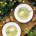 Romige aspergesoep met gepocheerde eieren - recept - okoko recepten