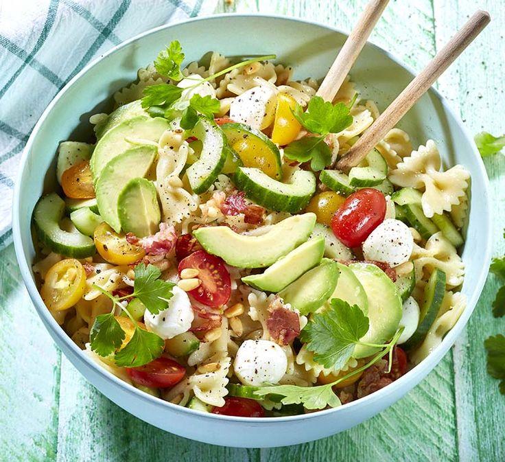 Salade de farfalles à la pancetta,aux légumes d'été et à la mozzarella