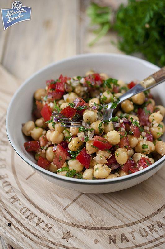 Turecka sałatka z ciecierzycy (Nohut salatasi) - cytrynę na pewno dodać, a melasę z granatow mozna sobie odpuscic- i jest bezglutenowa :)