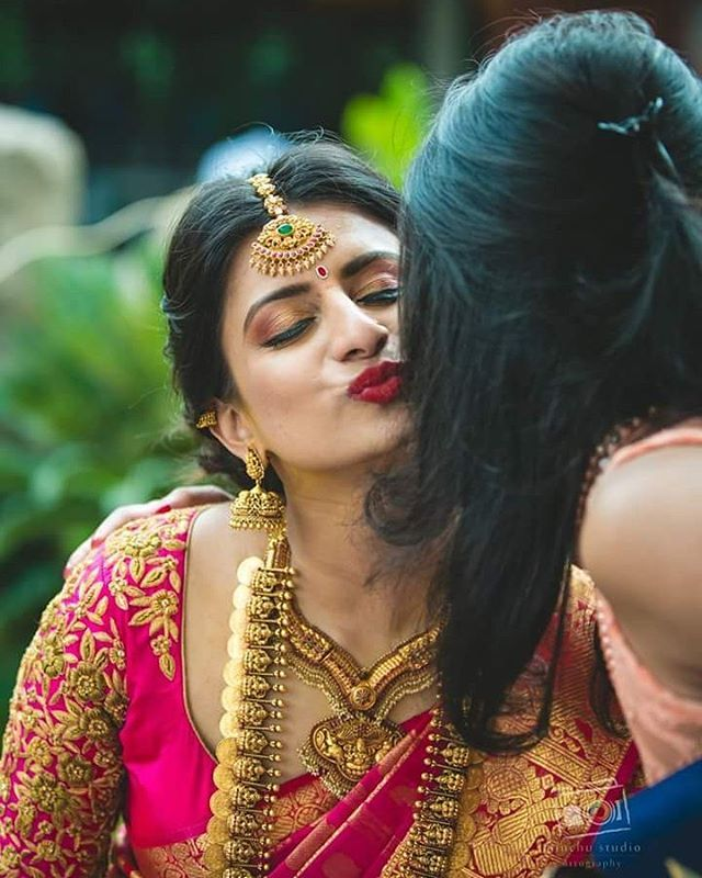 Pc @minchustudio #tamilbride #southindianbride #telugubride #southasianwedding #teluguwedding #keralaweddings #hinduwedding #christianwedding #kannadabride #kannadawedding #muslimwedding #tamilwedding #tamilmakeupartist #tamilkalyanam #weddingsaree #weddingjewelry #weddingphotography #weddinginspiration #templejewellery #beautifulbride #asianwedding #swayamvaraa #luxurywedding #bridalmakeup #manavaraisaree #kooraisaree #koorai #keralabride #konguwedding