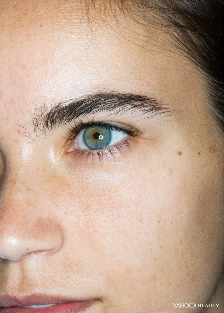 Model Melanie Culley arrived on set with an enviably thick set of brows, but for our beauty shoot, celebrity makeup artist Hung Vanngo showed us how to effortlessly thicken and extend them, to finesse an already-good brow into a great one.