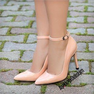 Pudra rengi stiletto ayakkabı bahar aylarında ve yaz mevsiminde en güzel elbiselerinize eşlik edecek. pudra rugan stiletto, pudra pembe stiletto, stiletto ayakkabı modelleri, şık stiletto modelleri, pudra topuklu ayakkabı