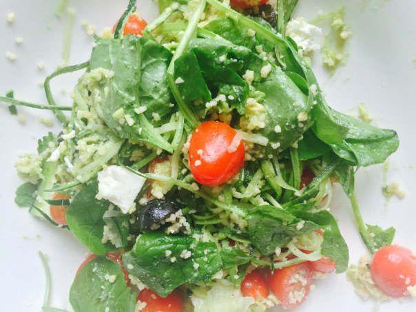 courgette couscous salade met een romige avocado dressing.