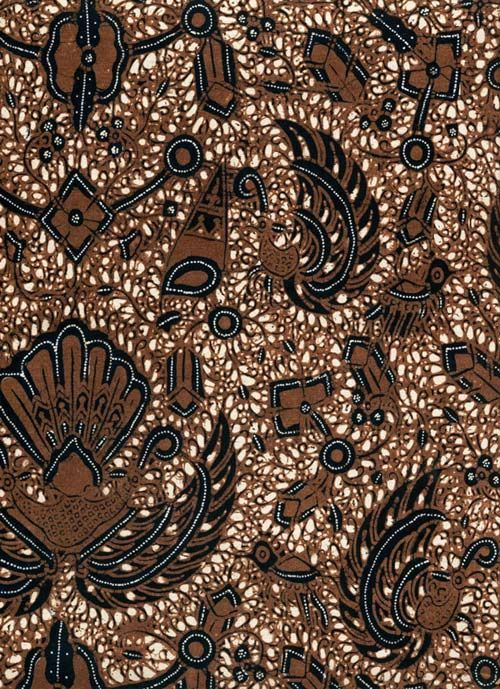 Sido mukti.  Es un patrón basado en el ave Garuda, semidiós en el budismo e hinduismo y símbolo de prosperidad.   (500×689)