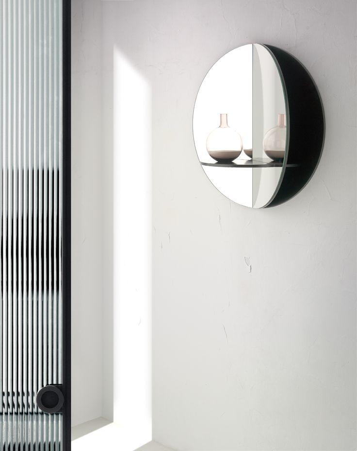 10. 11. Completa tu recibidor con este útil espejo que dispone de cómodos estantes. Disponible en varios colores. 63 x 63 x 22 cm