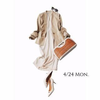 難易度の高い白コーデも、足もとを黒で引き締めてこなれた印象に!Marisol ONLINE|女っぷり上々!40代をもっとキレイに。