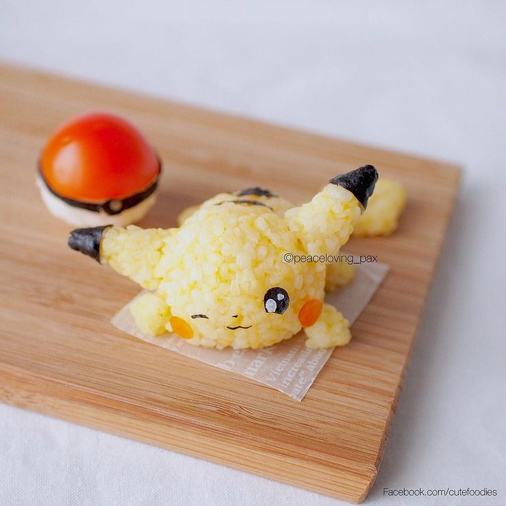 Kawaii Pikachu + pokeball for bento box                                                                                                                                                      Mais