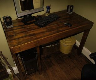 Pallet wood desk - hmm, we are in need of a desk - I could def make this instead of buying one.