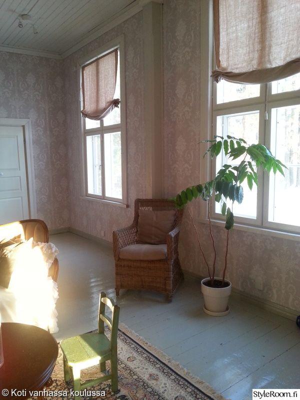olohuone,matto,tapetti,aurinko,lautalattia