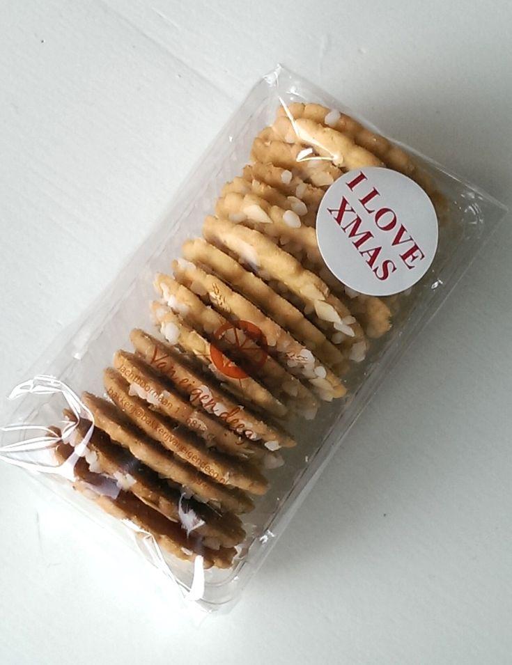 Een pak kerstkransjes gemaakt door trotse bakkers. Deze kerstkransjes waren onderdeel van een kerstpakket.