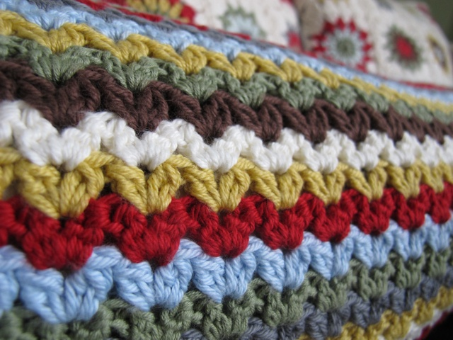 Iris Stitch - pretty for multicolored scarves and blankets. Chart included.