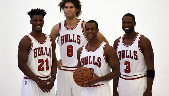 Pour John Paxson, les Bulls doivent avant tout progresser dans la dimension physique - C'était prévisible, mais la mayonnaise ne prend pas bien à Chicago. La complémentarité du trio Rondo-Wade-Butler n'est ainsi pas évidente et les «role players» qui les entourent sont globalement décevants.... Lire la suite» http://www.basketusa.com/wp-content/uploads/2016/12/butler-wade-rondo-57