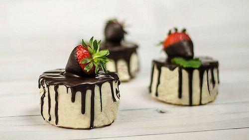 Érdekel egy fantasztikus fehércsokis epres mousse minitorta recept? Kattints a blogra és nézd meg a videót és készítsd el Te is ezt a végtelenül egyszerű és fantasztikusan finom sütit!