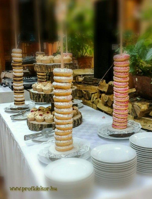 #Budapest #Zilaetterem #eskuvo #wedding #vintage #autumn #osz #wood #tulle #lace #csipke #leaf #falevel #Zilaetterem #muffin #donut