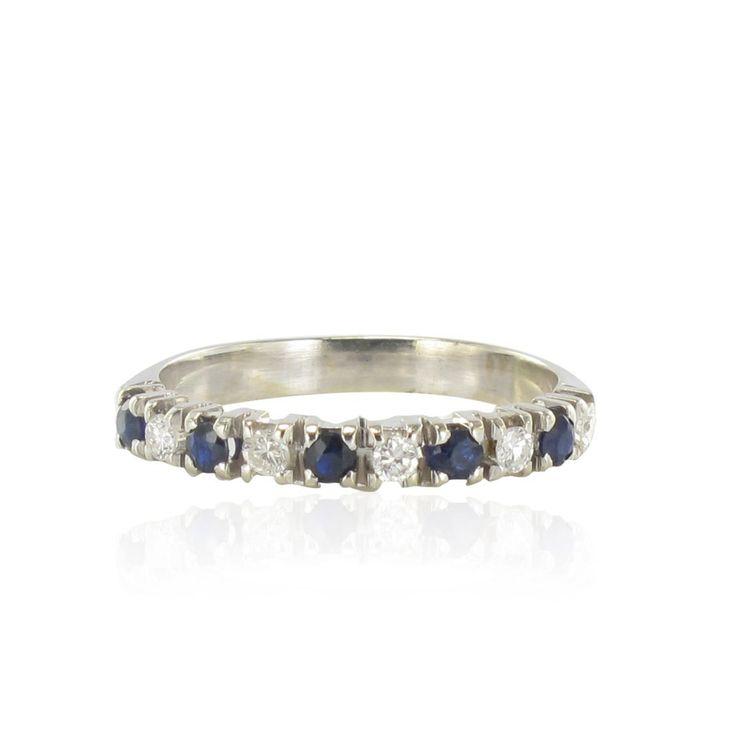Alliance Saphirs Diamants.  Ravissante, cette alliance est sertie d'une alternance de 5 diamants taille brillant de 5 saphirs ronds d'un bleu intense.  http://www.bijouxbaume.com/alliance-saphirs-diamants-a1901.html