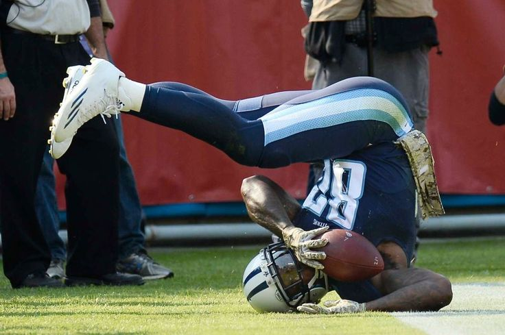 Packers vs. Titans:  47-25, Titans  -  November 13, 2016  -      Tennessee Titans tight end Delanie Walker (82) falls into the end zone after catching a 10-yard touchdown pass against the Green Bay Packers in the first half of an NFL football game Sunday, Nov. 13, 2016, in Nashville, Tenn.