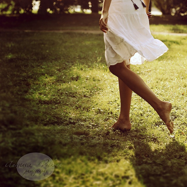 Leisure is enjoying afternoon walks in a carpet of green. Barefoot = Amazing Adventure. › __Rr.