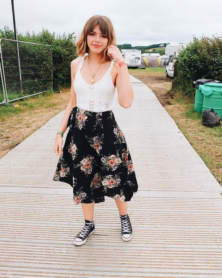 """2,635 curtidas, 11 comentários - Sophia Rosemary Barrese 🌙⭐️ (@sophia_rosemary) no Instagram: """"The last of my Glastonbury outfits to celebrate my Glastonbury post finally be up on the blog! 🎉 Go…"""""""