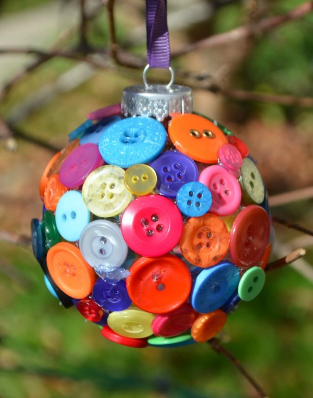 Button Ornament {oneartsymama}