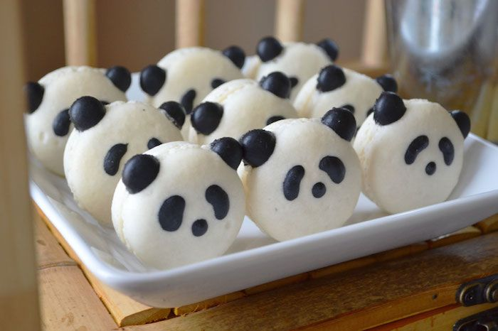 Could do this w/oreo's dipped in white chocolate