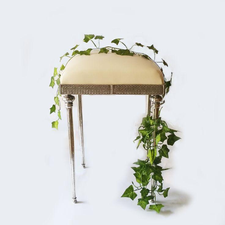 Taburete Vanity Chair Vintage Venta online de mobiliario y objetos de decoración para comercios y escaparates. Antigüedades y segunda mano.  Buscoescaparate.com