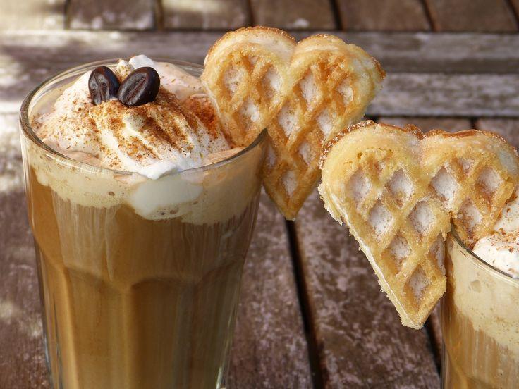 Buzlu kahve nasıl yapılır? Dondurmalı buzlu kahve yapımının püf noktaları nedir? Soğuk kahve nasıl servis edilir? KOLAY BUZLU KAHVE YAPIMI İÇİN ziyaret edin