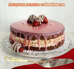 """Шоколадно-клубничный торт с ореховым безе и конфетами из клубники """"Оленька"""""""