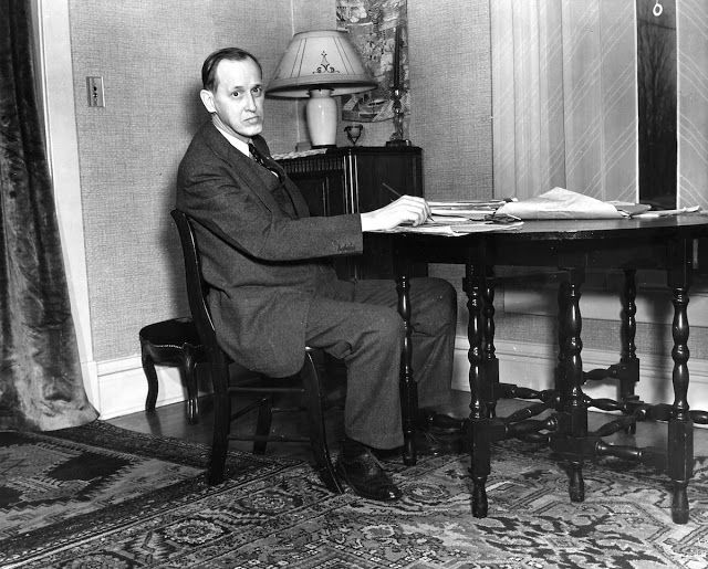 """About two months after he took office, Franklin Roosevelt appointed a former social worker to head an emergency program of aid to the unemployed. The moment Harry Hopkins started work, on May 22, 1933 —before he even had an office—he dragged a desk into the hall of the building where he was located and immediately began sending out money. Some critics disapproved of his haste and wanted longer consideration of this federal expenditure. Hopkins responded, famously, """"People don't eat in the…"""