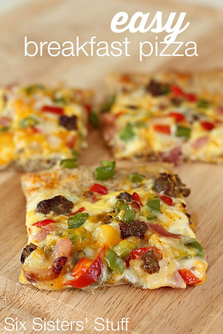 Easy Breakfast Pizza Recipe on SixSistersStuff.com - perfect for brunch or even for a quick dinner!