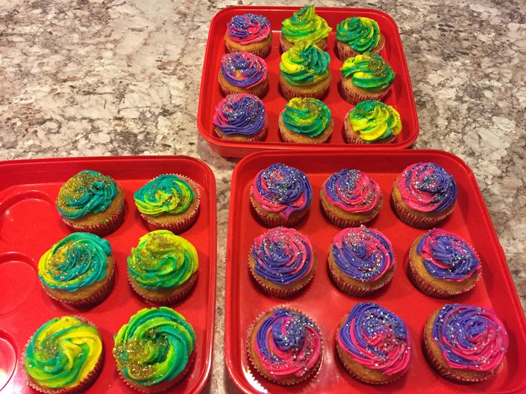 Two twister colors cupcakes