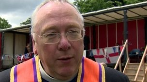 Orange Order visits St Matthew's priest to apologized.  Mervyn Gibson Orange Order Grand Chaplain Mervyn Gibson apologized for the behavior of a bandsman.