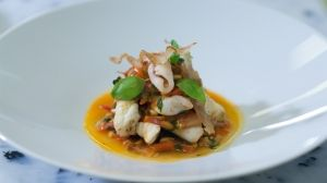 Velouté de topinambours et d'artichaut, foie  Piperade de sole et calamars à la ventrèche des Aldudes