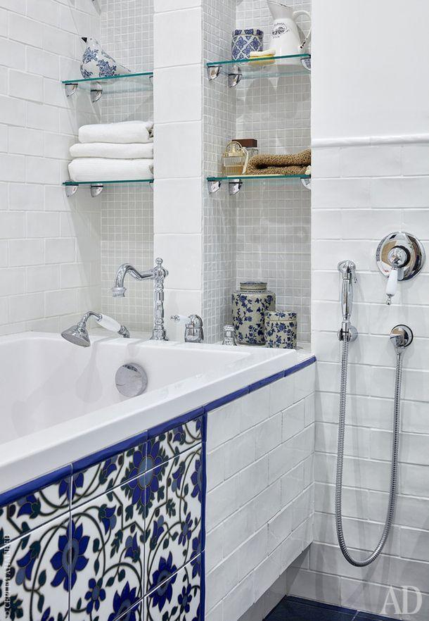 Bathroom.  Tile floor and wall Latina Ceramica.  Decorative tile pattern Kerama Marazzi.