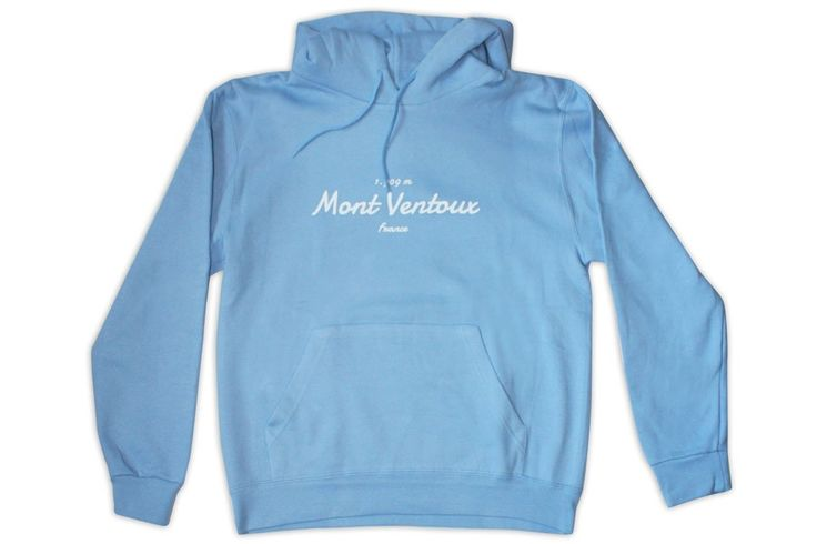 Cucu Mont Ventoux Sweatshirt  Mont Ventoux Sweatshirt:  Materiaal: 50% polyester en 50% katoen.  Grote voorzak.  Aanpasbare capuchon koorden.  Elastische boord en manchetten.  Logo op de achterkant. Beschrijving Het Cucu Mont Ventoux sweatshirt is gemaakt van polyester en katoen voor maximaal comfort. Het is geïnspireerd op de Mont Ventoux een berg in de Alpen die zijn naam heeft gekregen voor de sterke winden die aan de noordzijde waaien. Ook wel bekend als een typische klim tijdens de Tour…