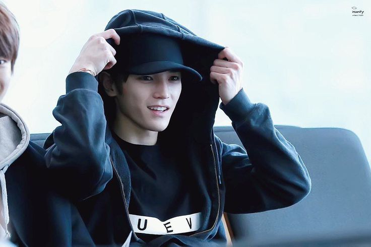 What a gorgeous young looking kid we have here  . Insanity  #smrookies #taeyong…