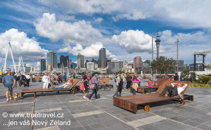 Wynyard Quarter, výhled na Sky Tower, Auckland, Nový Zéland #NewZealand #cestovani #travel
