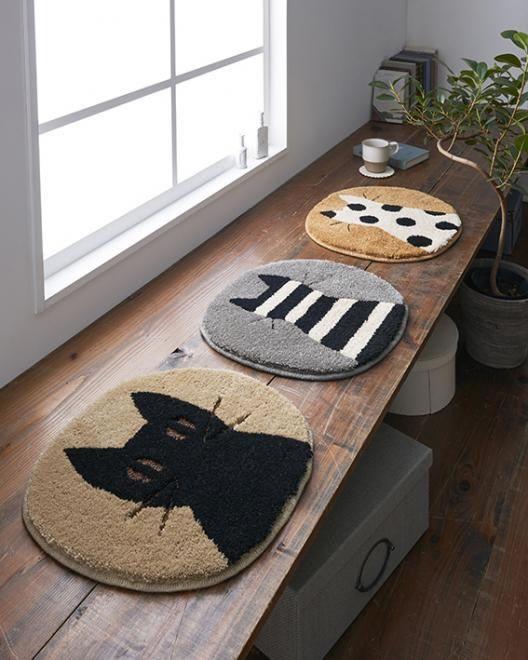 マタノアツコ(俣野温子)チェアパッド ブラック・ドット・ボーダー 38×41cm【丸/猫/おしゃれ】のディスプレイ画像