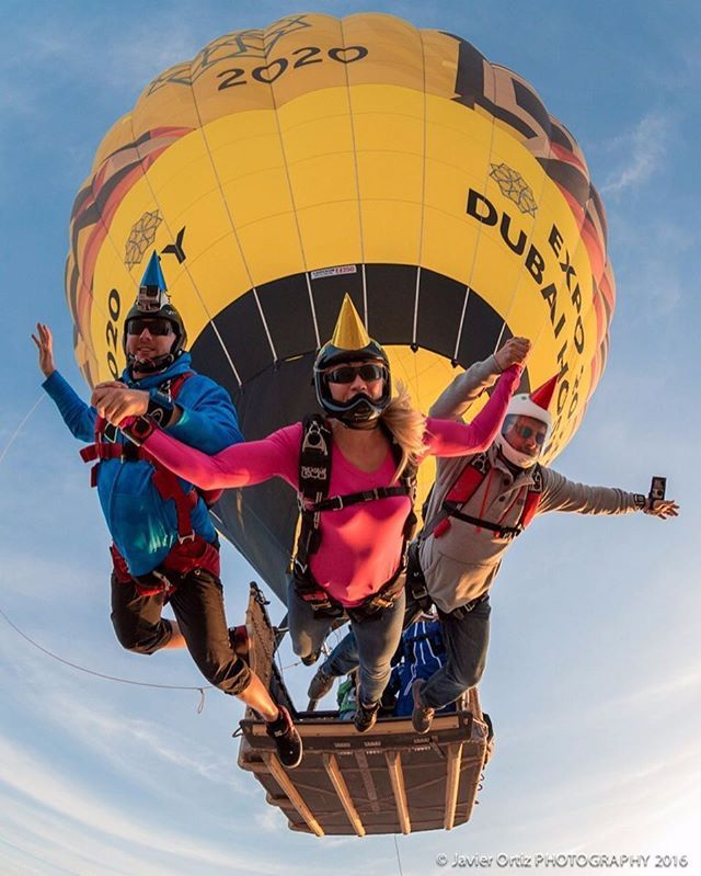 Early morning ballon jump celebrating Olga's Birthday - #JavelinOdyssey #javierortizphotography #jophotovideo #expo2020 #expo2020dubai #SkydiveDubai #ballon #partyhats #friends #birthday #celebration #canon #notagopropic #skydive #skydiving #SkydiveDubai #myDubai #mypassion #elevison @skydive_gram @canon_camera @canonusa #fisheye #6D @sunpathproducts