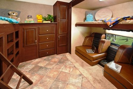 rv sleeping quarters | MIDDLEBURY, Ind. -- Sun Valley travel trailers from EverGreen RV are ...